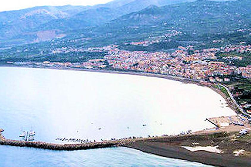 il porto di Sant'Agata di Militello