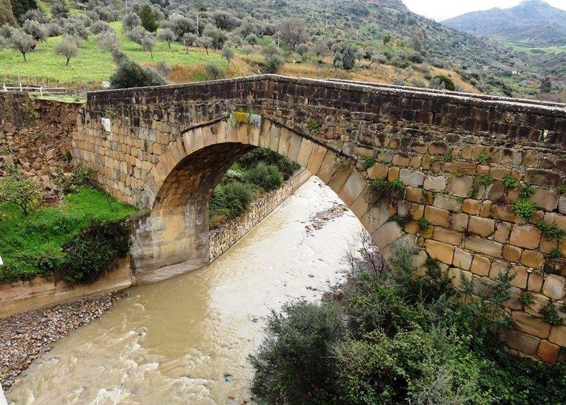 "Pettineo, a rischio crollo lo storico ""Ponte Migaido ..."